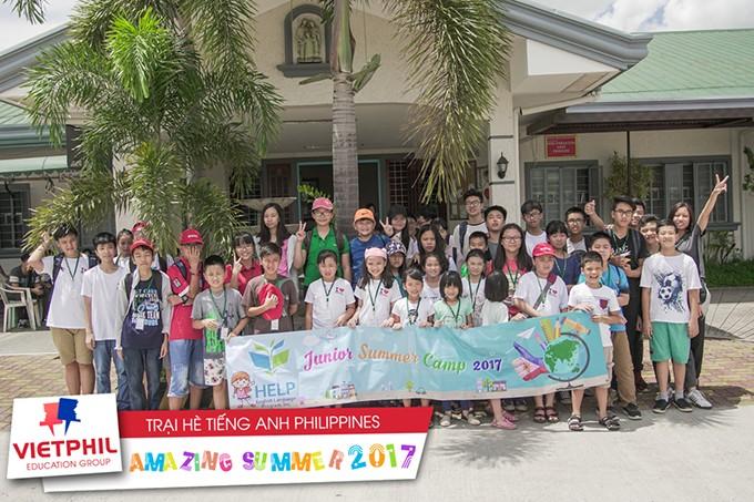 Chuyến đi thăm và tặng quà tại Trung tâm người khuyết tật của các bạn học viên VietPhil Camp