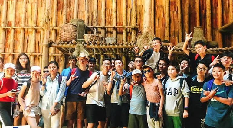 Chuyến dã ngoại đến hồ Crawford và làng Iroquois India của các bạn trại viên Canada Camp