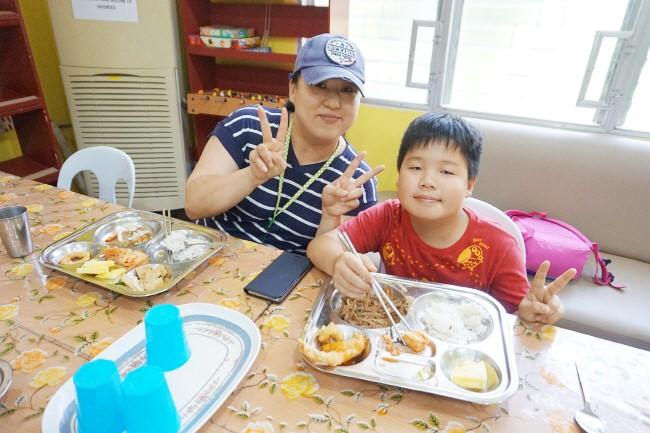Trai he Tieng Anh VietPhil Camp tai truong EMO - Gio an (1)