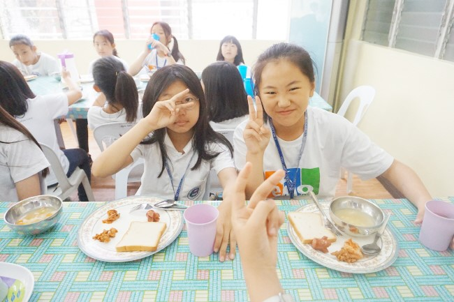 Trai he Tieng Anh VietPhil Camp tai truong EMO - Gio an (10)