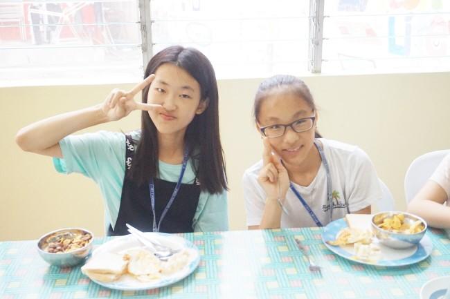 Trai he Tieng Anh VietPhil Camp tai truong EMO - Gio an (5)