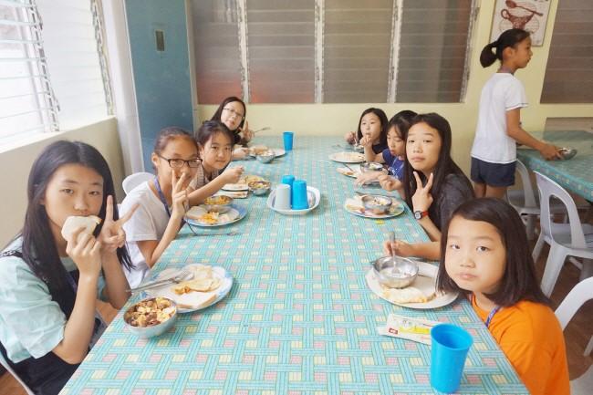 Trai he Tieng Anh VietPhil Camp tai truong EMO - Gio an (6)