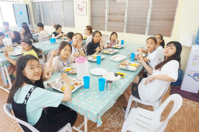 Trai he Tieng Anh VietPhil Camp tai truong EMO - Gio an (8)