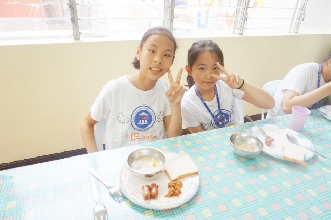 Trai he Tieng Anh VietPhil Camp tai truong EMO - Gio an (9)