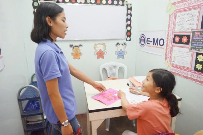 Trai he Tieng Anh VietPhil Camp tai truong EMO - Gio hoc (11)