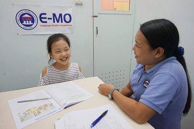 Trai he Tieng Anh VietPhil Camp tai truong EMO - Gio hoc (13)