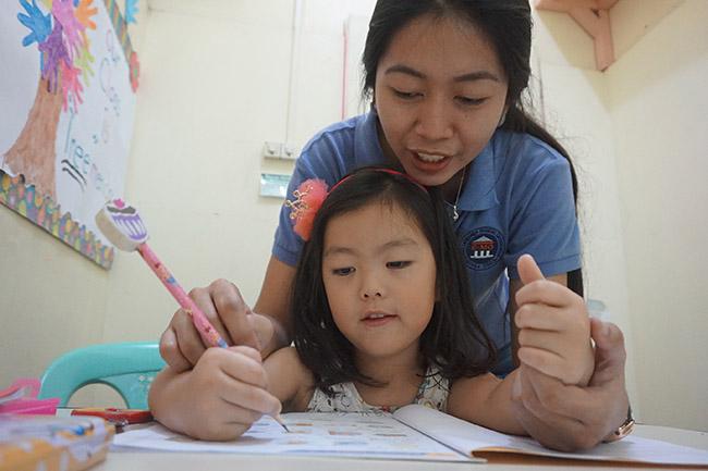 Trai he Tieng Anh VietPhil Camp tai truong EMO - Gio hoc (3)