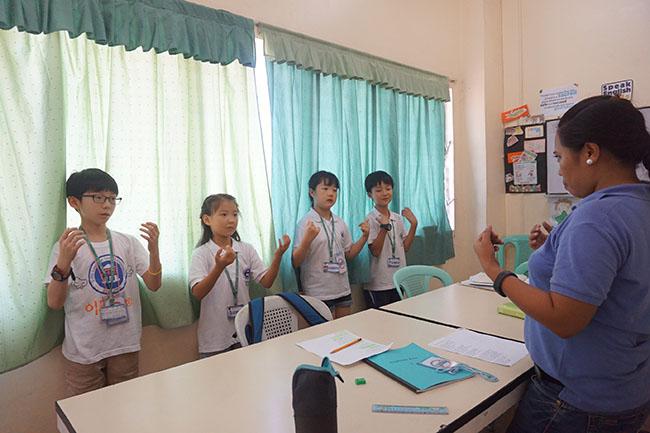 Trai he Tieng Anh VietPhil Camp tai truong EMO - Gio hoc (6)