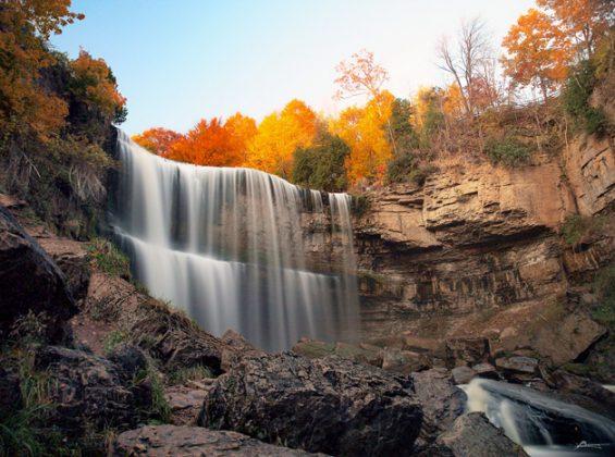 thác nước ở canada