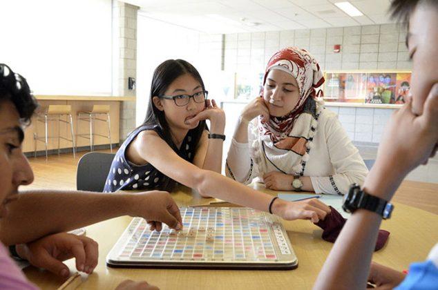 các học viên chơi cờ tướng